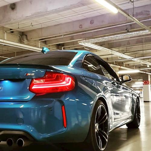 Zablbni si s mrštným BMW M2 na okreskách. Půjčí ti ho v pražské půjčovně pujcsim5.cz